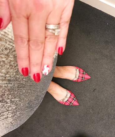 nailart-holiday-jcrew-shinypoines