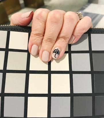 manicure-nailart-anyahindmarch