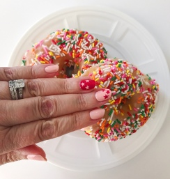 nailart-chanel-donuts