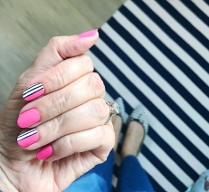 stripes mani jcrew dash and albert