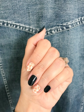giraffe-jcrew-nailart-chanel