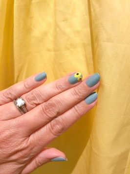 mani monday sunflower nail art essie jcrew 1
