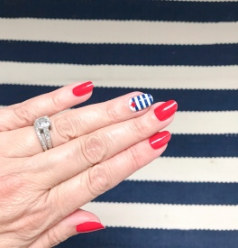 manimonday-nailart-essie-dashambert-stripes