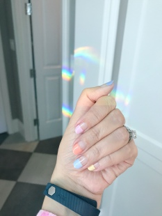 manimonday-nailart-fitbit-rainbow