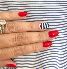 manimonday-nailart-essie-stripes-jcrew