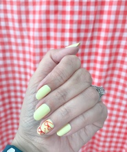 manimonday-nailart-jcrew-gingham