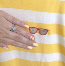 manimonday-nailart-jcrew-sunglassestee