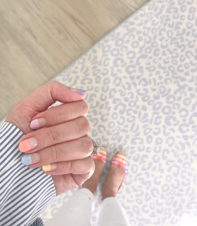 manimonday-nailart-jcrew-rainbowgingham