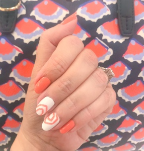 manimonday-nailart-essie-toryburch
