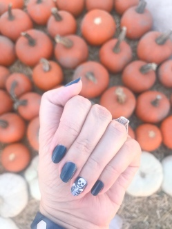 manimonday-nailart-essie-olivejune-pumpkin-halloween