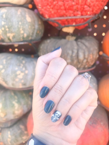 manimonday-nailart-essie-olivejune-pumpkin-halloween