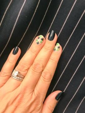 nailart-manimonday-essie-flowers-ragandbone-pinstripes