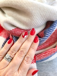 manimonday-nailart-jcrew-holiday-candycane-stripes