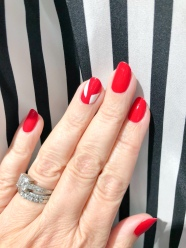 manimonday-nailart-frame-holiday-candycane-stripes