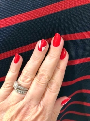 manimonday-nailart-veronicabeard-holiday-candycane-stripes