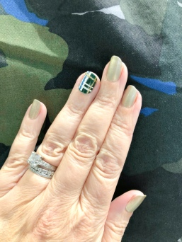 manimonday-chanel-plaid-camo