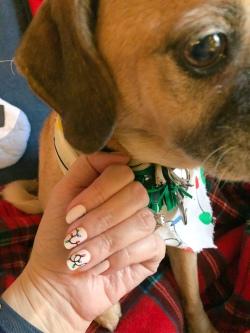 holiday-nailart-manicure-essielove-puggle