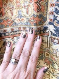 essie-frame-nailart-sparkle
