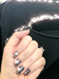 essie-frame-nailart-sparkle-newyears