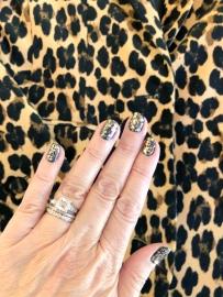 essie-frame-nailart-leopard