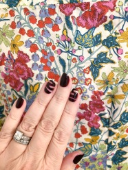manimonday-nailart-essie-libertyprint