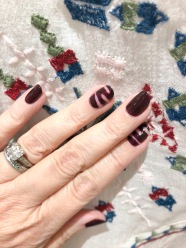 manimonday-nailart-essie-velvet