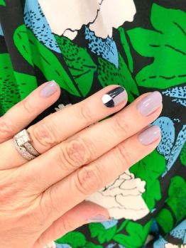 manimonday-nailart-essie-dvf