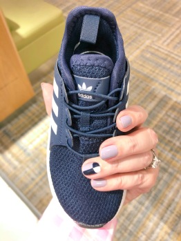 manimonday-nailart-essie-adidas