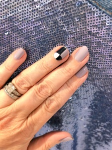 manimonday-nailart-essie-iro
