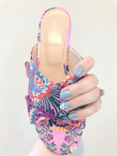 manimonday-essie-nailart-barneys