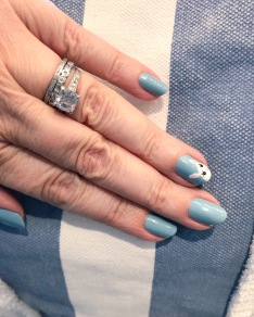 manimonday-essie-nailart-barneys-beachtote
