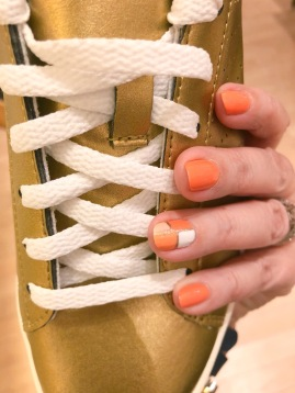 manimonday-nailart-jcrew-newbalance-essielove