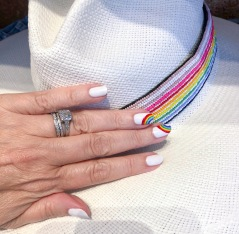 manimonday-essie-nailart-loveislove-gaypride-rainbow-jaunt