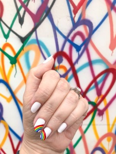 manimonday-essie-nailart-loveislove-gaypride-rainbow-hearts