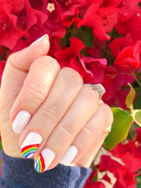 manimonday-essie-nailart-loveislove-gaypride-rainbow