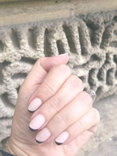 manimonday-nailart-essie-paris-louvre