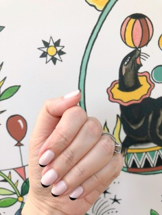 manimonday-nailart-essie-paris-sandro