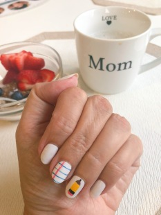 nailart-backtoschool-momlife-essie-olivejune